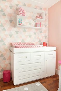 Do It Yourself baby room and baby area decorating! Principles for you to produce a little paradise on earth for your little package. Lots of baby area style concepts! Grey Girls Rooms, Kids Bedroom Boys, Girl Rooms, Baby Room Design, Baby Room Decor, Wc Decoration, Do It Yourself Baby, Gray Bedroom, Kids Decor