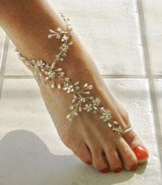 An anklet (in Arabic: خلخال), ankle chain, or ankle bracelet, is an ornament worn around the ankle . Barefoot anklets and toe rings histo. Ankle Jewelry, Wire Jewelry, Body Jewelry, Silver Jewelry, Ankle Braclets, Ankle Chain, Bare Foot Sandals, Toe Rings, Belly Rings