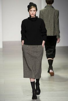 Margaret Howell Fall 2014 Ready-to-Wear Runway - Margaret Howell Ready-to-Wear Collection 60 Fashion, Winter Fashion, Fashion Show, Fashion Outfits, Womens Fashion, Fashion Design, Emo Outfits, Lolita Fashion, Fashion Boots