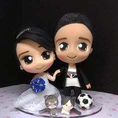 A imagem pode conter: 1 pessoa Wedding Cake Toppers, Wedding Cakes, Love Cake Topper, Pasta Flexible, Clay Creations, Weed, Minnie Mouse, Toys, Disney Characters
