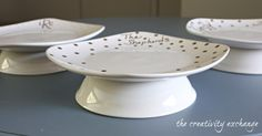 Tutorial for turning a plate and bowl into a chic cake stand. Great for giving baked treats {The Creativity Exchange} with plates from the dollar store Dollar Store Crafts, Dollar Stores, Craft Stores, Christmas Crafts To Sell Bazaars, Christmas Projects, Cake And Cupcake Stand, Cake Stands, Oil Based Sharpie, Bazaar Ideas