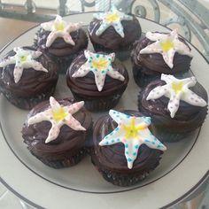 @pinkbubbles56: @fstoronto Baking summer cupcakes!! #starfish #torontolive