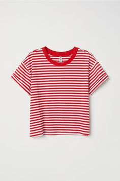 Short T-shirt - Red/white striped - Ladies Red Shirt Outfits, Outfits With Striped Shirts, White Shirts, Red White Striped Shirt, Red And White Stripes, Short T Shirt, T Shirt Rot, Cute Crop Tops, Cute Casual Outfits