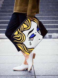 Поп-арт - один из самых ярких трендов современной моды и один из самых сложных. Как носить вещи в стиле поп-арт, чтобы выглядеть в них стильно, а не глупо?