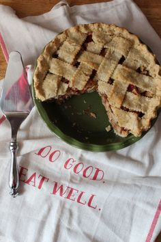 Gingered Apple and Rhubarb Pie