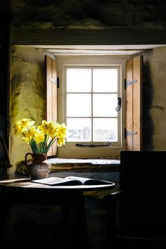 grace–upon–grace: Jeska Hearne Welsh Cottage, Old Cottage, Cottage Style, Cosy Interior, Interior Decorating, Decorating Ideas, Cottage Shutters, Bothy, Lodge Style