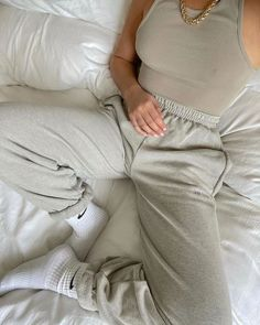 Discover recipes, home ideas, style inspiration and other ideas to try. Chill Outfits, Trendy Outfits, Cute Outfits, Fashion Outfits, Lounge Outfit, Lounge Wear, Look Body, Estilo Indie, Power Dressing