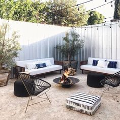 99 amazing small backyard patio ideas on a budget 22 Small Pergola, Small Backyard Patio, Fire Pit Backyard, Backyard Landscaping, Landscaping Ideas, Contemporary Patio, Modern Patio, Fire Pit Furniture, Outdoor Furniture Sets
