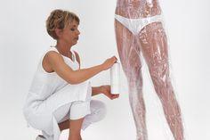 Czym jest body wrapping? To skuteczna metoda antycellulitowa, którą stosuje się zarówno w domach jak i salonach kosmetycznych. Co warto o niej wiedzieć?