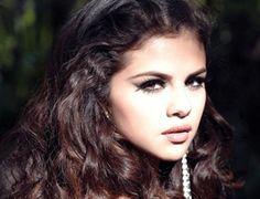 Performance: Selena Gomez - 'Roar'