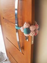 Resultado de imagem para protetor de maçaneta de porta de quarto