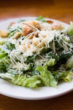Receta de Ensalada Cesar  Clásica ensalada italiana con parmesano, anchoas huevo tibia y crutones.