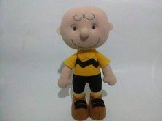 Charlie Brown em feltro , Fica em pé sem base. Aceitamos encomendas. https://www.facebook.com/ateliepontinhosdemelcomamor/