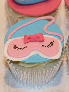 Sleep Eye Mask Cupcake by The Clever Little Cupcake Company (Amanda), I bet this would be easy enough to make with fondant. Spa Cupcakes, Spa Party Cakes, Spa Day Party, Spa Cake, Girl Spa Party, Pamper Party, Sweet Cupcakes, Sleepover Party, Yummy Cupcakes