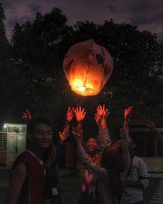 Lampion... . . .  #pramuka #indonesia #lampion #lampionterbang #night #cahaya #satu #terang #bahagia #MT #panitia #terbang by andikapnd