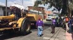 Los trabajadores sindicalizados del Ayuntamiento de Morelia se dedicaron a limpiar la ciudad, unos, recogiendo la basura que ciudadanos inconscientes tiran en la vía pública y otros, tapando los muchos ...