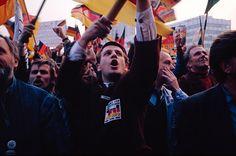 De hereniging van Oost en West Duitsland in 1990. Visscher, H. (1990). Enthousiasme door de hereniging van Duitsland in 1990. Opgeroepen op februari 15, 2015 van Reformatorisch Dagblad: http://www.refdag.nl/nieuws/buitenland/de_keerzijde_van_de_west_duitse_mark_1_506182
