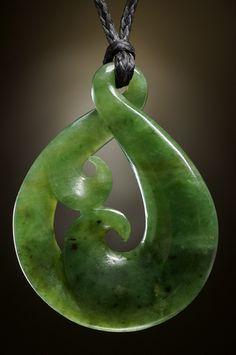 Unikat Schmuck Anhänger Twist Koru aus Neuseeland Jade