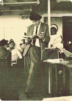 Haldun Taner vapurda kitap okurken,1969