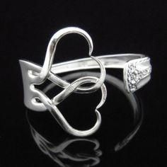 Eine Menge kreative Ideen, wie Sie Schmuck aus Silberbesteck selber machen
