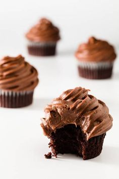 cupcake recipes These chocolate cupcakes are moist, super chocolately, and test baked by over fifty people. You may have just found your perfect chocolate cupcake recipe!They can be made with dark or milk chocolate and come out incredible both ways! Best Chocolate Cupcakes, Chocolate Desserts, Chocolate Chocolate, Chocolate Cupcakes From Scratch, Fun Cupcakes, Cupcake Cakes, Moist Cupcakes, Brownie Cupcakes, Cupcake Frosting