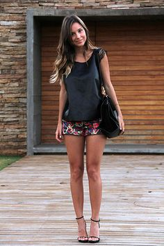 Short Shorts (by Luisa Accorsi) http://lookbook.nu/look/3883346-Short-Shorts