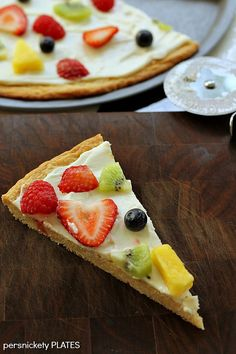 Fruit Pizza! A simple sugar cookie topped with a cream cheese frosting & fruit | Persnickety Plates