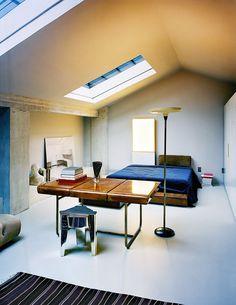 patina effekt schlafzimmer minimalistisch kunst dachfenster #innendesign #interiordesign
