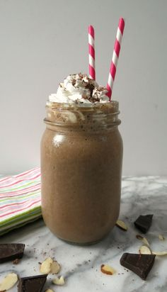 Almond Mocha Smoothie - A rich, chocolaty, healthy smoothie with just a hint of almond and a hint of banana.