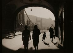 view of the Elizabeth bridge from under the archways of the building of the Order of the Pious. Photograph by Imre Kinszki, an important Hungarian photographer from the era between the two world wars