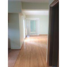 Διαθέτει 1 Υπνοδωμάτιο 1 Κουζίνα- Σαλόνι-καθιστικό 1 Μπάνιο Θέρμανση... Tile Floor, Flooring, Tile Flooring, Wood Flooring, Floor