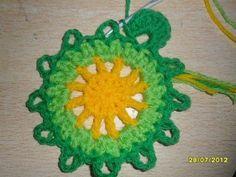 Lindas flores coloridas!!     Encontrei o PAP neste site:   http://www.liveinternet.ru/users/lesenkag/post270320941/     Não são maravi...