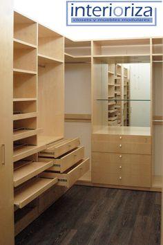 Nuestros closets tienen un lugar especial para cada prenda de tu ropa, elegancia y calidad.