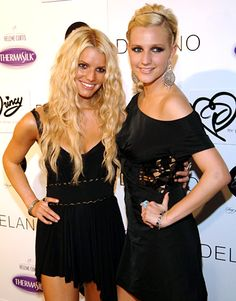 Jessica and Ashlee Simpson.
