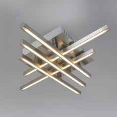 Plafón WEB 5 acero. Lámpara que recuerda al cubismo, de diseño atractivo y moderno. Cuenta con un módulo LED muy potente y de alta eficiencia energética. Le encantará este modelo y le dará la solución que necesitaba para su hogar u oficina.