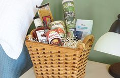 Welcome new neighbors or visiting guests with a thoughtful, handy gift.-Think outside the Box Gifts:Hometown Welcome Kits. Welcome Baskets, Gift Baskets, Jar Gifts, Food Gifts, New Neighbor Gifts, Welcome New Neighbors, Fun Ideas, Craft Ideas, Christmas Food Treats