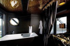 Faralda Crane Hotel, em Amsterdã / Alemanha.  Seleção especial de banheiros pelo mundo. Reportegem completa no site! #design #trends #arquitetura #architecture #faraldacranehotel #germany #decor #bathroom #habitusbrasil