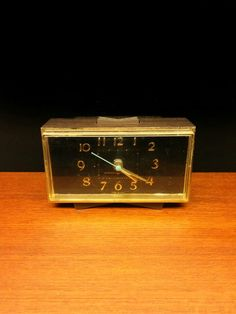 GENERAL ELECTRIC alarm clock.