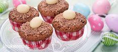 Leuk en makkelijk paasrecept: luchtige chocolade muffins gedecoreerd met chocolade eitjes.