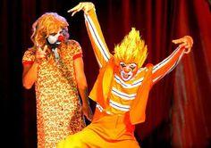 Até o dia 19 de julho, o Circo Khronos estará instalado no Passeio das Águas Shopping, com apresentações de quinta-feira a domingo. Adultos e crianças vão se divertir e se emocionar com palhaços, mágicos, trapezistas, malabaristas, bailarinos, globistas, acrobatas e contorcionistas de várias partes do mundo. O circo não utiliza animais em seus espetáculos. Saiba o preço dos ingressos e os horários das sessões no site www.arrozdefyesta.net.