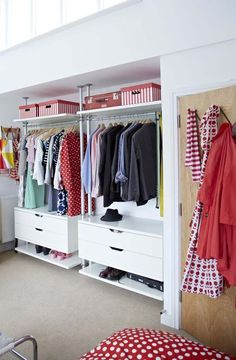 Cheap Closet: Meet 10 Tips and 60 Creative Ideas to Decorate - Home Fashion Trend Decor, House, Home, Walk In Closet, Modern House Design, House Styles, New Homes, Cheap Closet, Closet