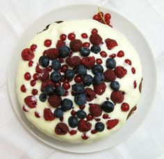 Schichttorte mit Joghurtcrème und Beeren Food Porn, Raspberry, Pudding, Fruit, Desserts, Birthday Cake Toppers, Berries, Food Portions, Dessert Ideas