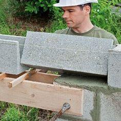 Pose d'un linteau préfabriqué en béton prêt à poser Beton Garage, Concrete Molds, Diy Cnc, Building Systems, Home Repairs, Living Room Designs, Woodworking, House Design, Outdoor Decor