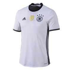 """Adidas EM Deutschland Trikot Heim 2016Das ist es also…das neue Adidas Deutschland Heim-Trikot für die Europameisterschaft 2016 in Frankreich. Ganz nach dem Motto """"nach dem Titel ist vor dem Titel"""", spielt die deutsche Nationalmannschaft und aktueller Weltmeister in Frankreich um die Europameisterschaft im Fußball. Hierfür hat der DFB in Zusammenarbeit mit Adidas ein neues Heim-Trikot designt. Dieses neue Heim-Trikot zeigt durch sein schlichtes weißes Design deutliche Ähnlichkeiten zu den…"""