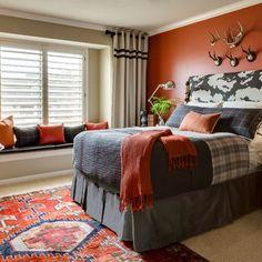 Dark grey and orange bedroom: like the orange wall