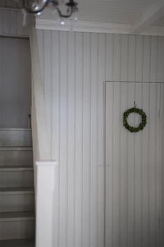 P ö m p e l i Scandinavian Christmas, Scandinavian Style, Stairs And Doors, Holiday Decorating, Ceilings, Floors, Sweet Home, Villa, Windows