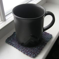 Felted woven squares make quick and easy coasters. >> Finished Project: Terra Coasters : Grin and Frog It - I need to make myself a little pin loom. Pin Weaving, Weaving Looms, Card Weaving, Weaving Projects, Knitting Projects, Fabric Crafts, Sewing Crafts, Loom Blanket, Finger Crochet