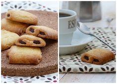 J'avais trouvé l'idée de faire des minis pains au chocolat  en pâte sablée il y a bien longtemps,chez Eryn . Comme beaucoup de  recettes, j...