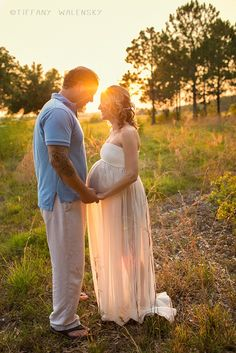 Tiffany walensky tampa wesley chapel florida maternity photographer photography open field backlighting sunflare white sheer etsy dress gown mom pose posed posing greenery sunny day inspiration ideas beautiful pregnant mama dad couple married love family sunset sky golden hour