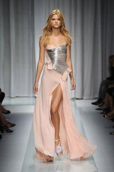 Versace. Model Kasia Struss.
